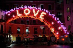 Sevgililer Günü Süsleme ve Sevgililer günü ışık süsleme hizmetleri.